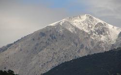 Χιονισμένη βουνοκορφή στον Κίσσαβο